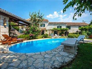 4 bedroom Villa in Mrgani, Istria, Mrgani, Croatia : ref 2375148 - Brajkovici vacation rentals