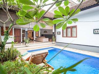 Cute 2BR Villa near KuDeTa beach - Seminyak vacation rentals