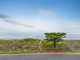Unwind * 'Tahren' Beachfront Lodge - Middleton - Middleton vacation rentals