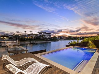COOBOWIE BAY - ** PAY 5 STAY FOR 7 IN JUNE** - Mermaid Waters vacation rentals