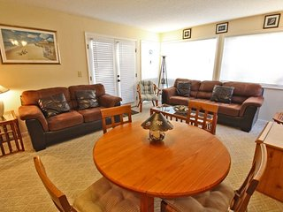 Great 2/2 Condo 1 Block to the Beach..2 Pools, Tennis, clubhouse.. 03212 - Myrtle Beach vacation rentals