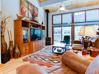 High-end condo with access to amenities - sauna, golf, & more! - Durango Mountain vacation rentals