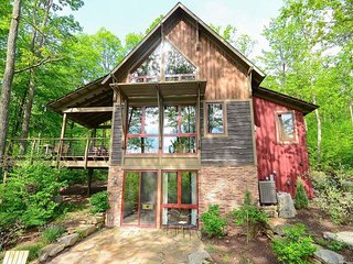 Tribal accents compliment chic style, and towering windows pair perfectly with modern upgrades at Livin' Lodge, where the view is a gift that goes on and on! - McHenry vacation rentals
