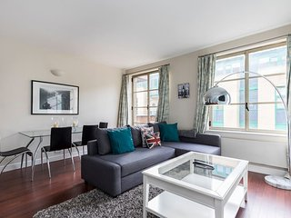Spacious 1 Bed in Tower Bridge w/ Balcony - London vacation rentals