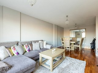 2 bed 2 bath in the heart of trendy East London! - London vacation rentals