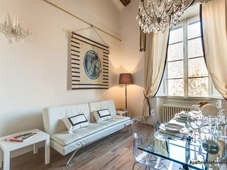 Lungarno Elegance - 3 Bedroom with Free Parking - Florence vacation rentals
