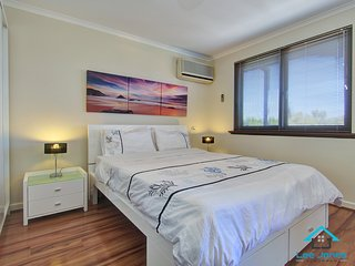 Beautiful 1 bedroom South Perth Condo with Washing Machine - South Perth vacation rentals
