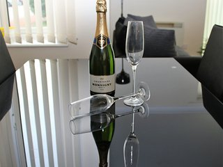 Luxury 2BR Apartment near John Lennon Airport - Liverpool vacation rentals