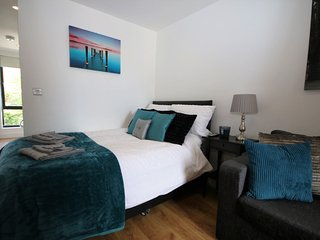 Beautiful Studio Apartment close to City Centre - Liverpool vacation rentals
