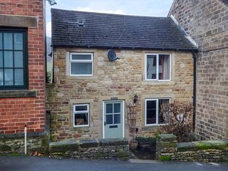WILLOW VIEW, flexible bedrooms, woodburner, WiFi, near Eyam, Ref 940662 - Eyam vacation rentals