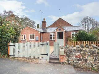 KITTS COTTAGE, single-storey, king-size bed, woodburner, garden, in Little Malvern, Ref 942032 - Little Malvern vacation rentals