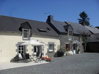 Large Farmhouse in its Own Grounds, Heated Pool, Ideal for Families and Groups. - Langourla vacation rentals