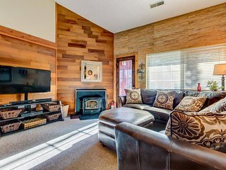 Spacious lodging near slopes with a steaming shared hot tub & sauna! - Brian Head vacation rentals