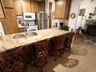 2 Bedroom plus Loft/2 Bathroom, Sleeps up to 10, Great Amenities! - Mammoth Lakes vacation rentals