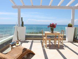 Appartamenti con terrazzo e vista mare!! - Torricella vacation rentals