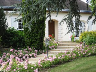 2 bedroom House with Housekeeping Included in La Chapelle-sur-Loire - La Chapelle-sur-Loire vacation rentals