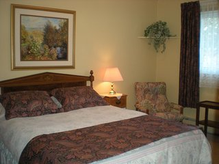 Ollie's Bed + Breakfast 2 bedrooms - Welland /Niagara - Welland vacation rentals