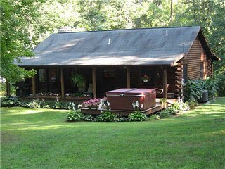 Bright Cabin with Deck and Hot Tub in Gibisonville - Gibisonville vacation rentals