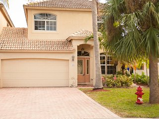 2 blks beach and fun HEATED POOL -ALL  lengths of stays are considered. - Lauderdale by the Sea vacation rentals