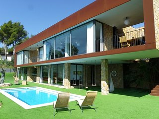 LUXURY VILLA WITH SWIMMING POOL NEAR THE BEACH ref THAIS-EXTRA - Tossa de Mar vacation rentals