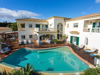 A stunning 6 bedroom villa, sleeps 12.  Panoramic views - Luz vacation rentals