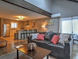 Stunningly Modern 3BR Tannersville Townhome w/Balcony & Access to Community Amenities - Walking Distance to Camelback Ski Resort! Near Water Park & Big Pocono State Park - Tannersville vacation rentals