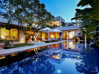 Luxury villa in Jimbaran - 2min to the beach - 7 bedrooms - Up to 16 people - Jimbaran vacation rentals