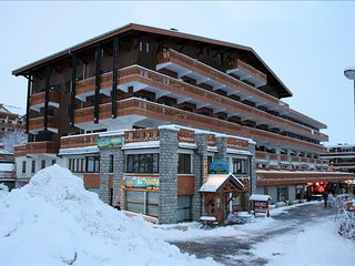 Cosy and functionnal, at the foot of ski slopes - L'alpe D'huez vacation rentals