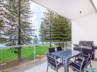 Unwind * 'Breeze' Beachfront SUPER Penthouse no 28  - Victor Harbor - Victor Harbor vacation rentals