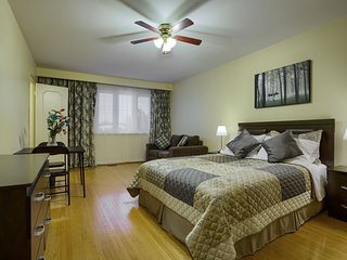 Hotel Alternative 5 Stars rooms at Charlton Suites Located at Yonge Finch Area - Thornhill vacation rentals