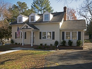 Beautiful 3 Bedroom Home Located Near Williamsburg - Gloucester vacation rentals