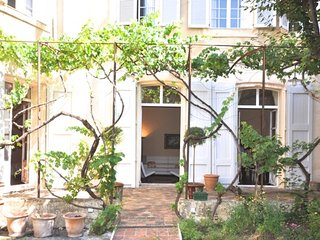 Bright Condo with Internet Access and Parking - Aix-en-Provence vacation rentals