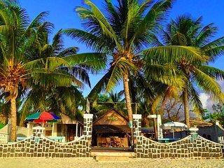 L'hôtel restaurant k-bar oasis, les pieds dans l'eau.Tarif pour 1 chambres - Diego Suarez vacation rentals