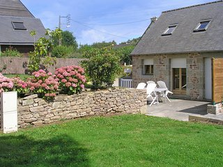Lovely stone house in the Cotes-d'Armor, Brittany, with 1 bedroom, terrace and garden - Plehedel vacation rentals