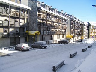 Adorable apartment in Saint Lary Soulan, with Wi-Fi & mountain view - up to 4 people - Saint-Lary-Soulan vacation rentals