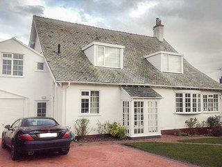 DARTANS, detached, en-suite, woodburner, dog-friendly, Penrhyn Bay, Ref 30223 - Penrhyn Bay vacation rentals