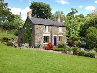 GROES LWYD, woodburning stove, en-suite, WiFi, in Pencoed, Corwen, Ref 920007 - Corwen vacation rentals