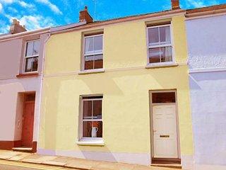 24 CULVER PARK, seaside location, patio garden, WiFi, in Tenby, Ref 947829 - Tenby vacation rentals