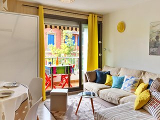 Bright studio apartment for 2 adults with a furnished balcony - steps from the beach! - Arcachon vacation rentals