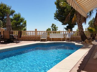 Luxury 4-bedroom villa in Finestrat with a pool and stunning mountain views – 5km from Benidorm! - Finestrat vacation rentals