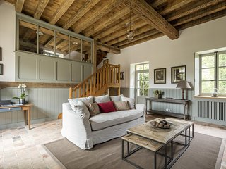 Le Moulin du Domaine de Courances – a rustic, 2-bedroom mansion with WiFi just 60km from Paris! - Courances vacation rentals