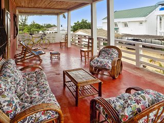 Sea-view apartment 100m from Amborovy Beach, Madagascar, with scenic terrace, garden & WiFi - Mahajanga vacation rentals