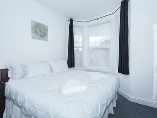 Deluxe Double/ Twin Room with private bathroom - Wembley vacation rentals