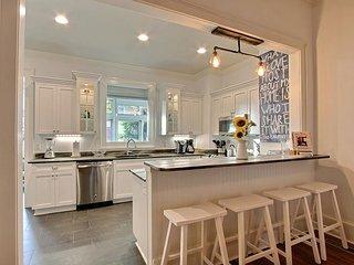 Beautiful Newly Renovated Jones St. Home. Gorgeous Views, Comfortable, and Mo - Savannah vacation rentals