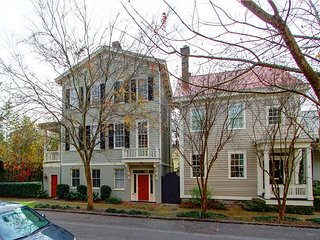 Sleeps 2-22, 8 beds, 8 baths, 4-6 Parking Spots Depending on the Size of the - Savannah vacation rentals
