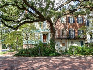 Perfectly located, grand Savannah Style home in the heart of the historic dis - Savannah vacation rentals