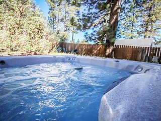 3 minutes to SNOW SUMMIT!  PRIVATE HOT TUB! 2 blocks to SKI RESORT SHUTTLE! - Big Bear Lake vacation rentals