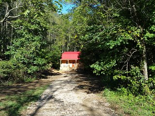 Cozy Cabin with Internet Access and A/C - McArthur vacation rentals