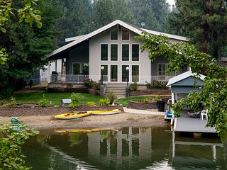 Harbor Island, waterfront paradise close to town with sandy beach - Coeur d'Alene vacation rentals