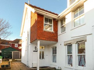 FLAT 8, stunning views, over three floors, WiFi in Totland, Ref 920548 - Totland vacation rentals